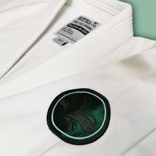 broderie du kimono de JJB practise blanc et vert