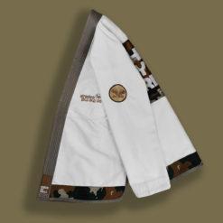 vue de gauche de la veste du kimono de jiu-jitsu brésilien