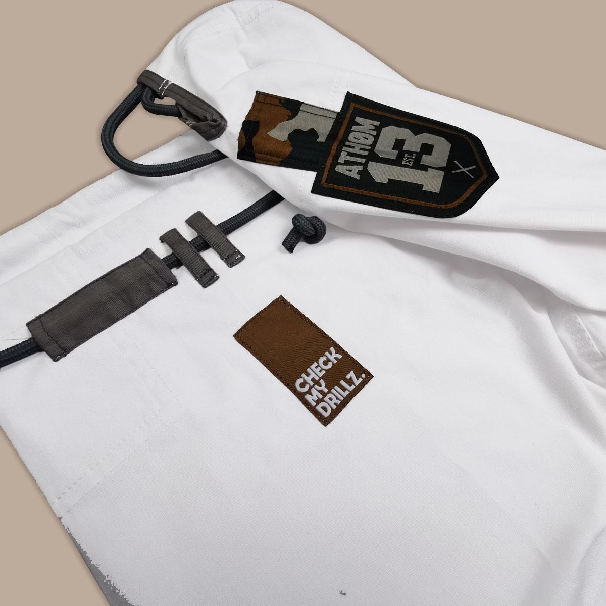 détails du pantalon du kimono Camo